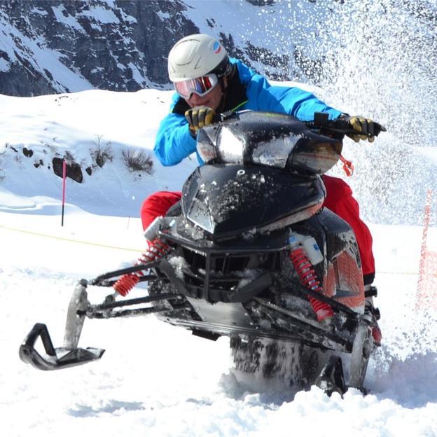 Snowmobile fahren und Käsefondue essen (1 Person)