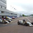 Conduite voiture de course sur circuit international