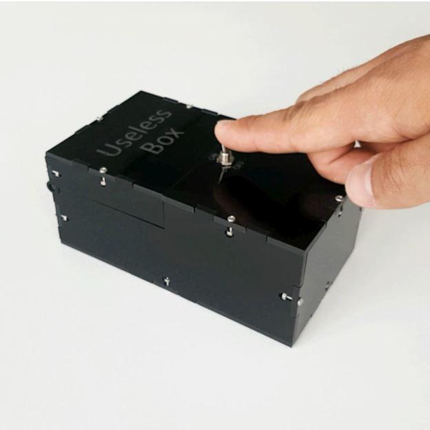 Useless Box, boîte 100% inutile