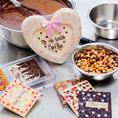 Schokoladentafeln und Herzen giessen
