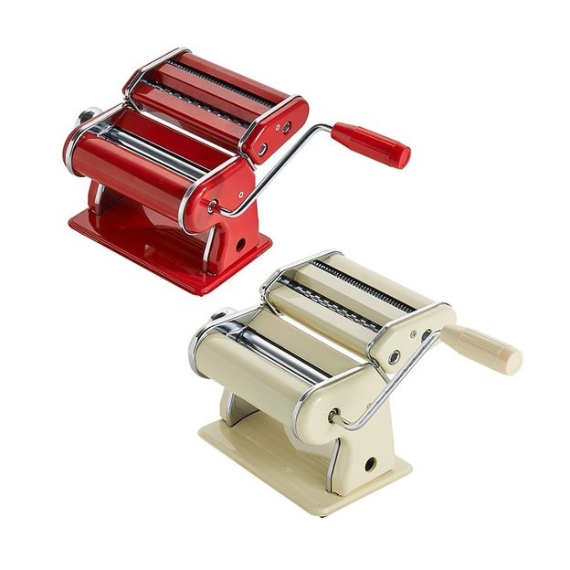 Nudelmaschine mit Aufsatz