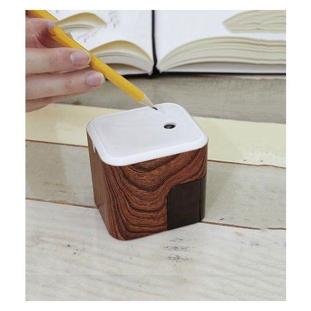 Elektrischer Spitzer im Holz-Look