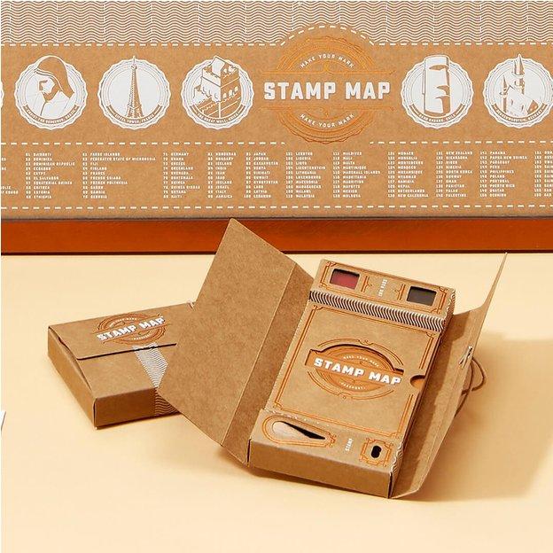Stamp Map au format passeport, cartes du monde et tampons