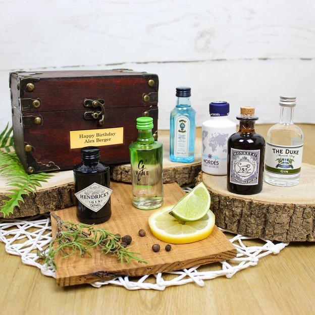 Personalisierbare Truhe mit Gin Kollektion (6 Gin-Flaschen à 5 cl)