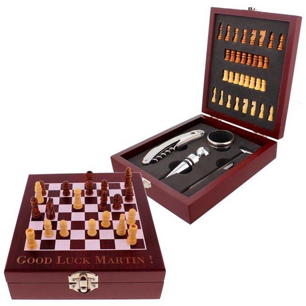 Personalisierbarer Holzkasten Schach und Wein
