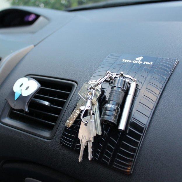 Rutschfeste Matte für dein Auto