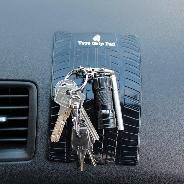 Tapis magnétique pour la voiture Pneu