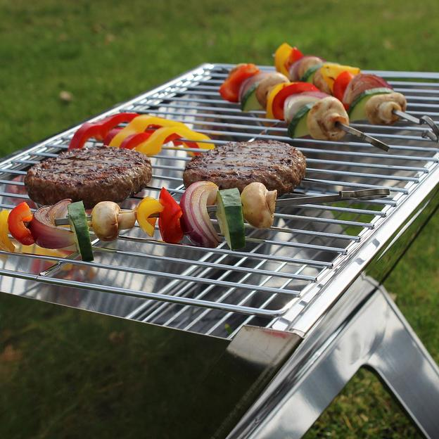 Tragbarer BBQ Grill im Notebook-Format