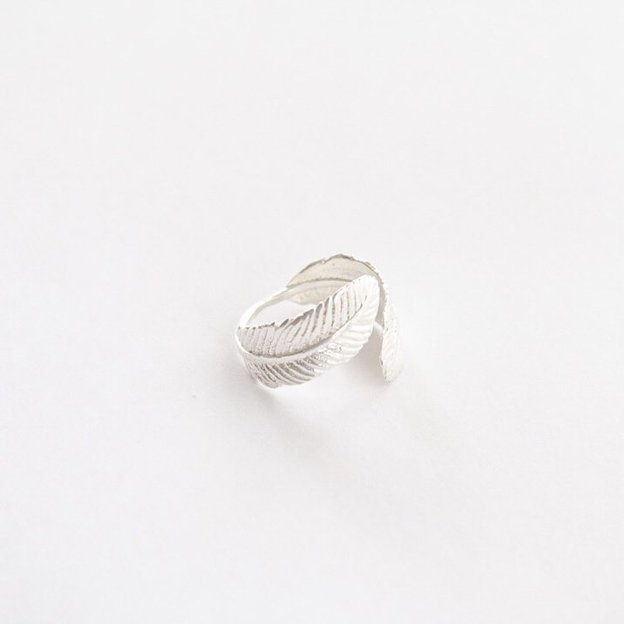 TARA STYLE Fingerring Feather Silber