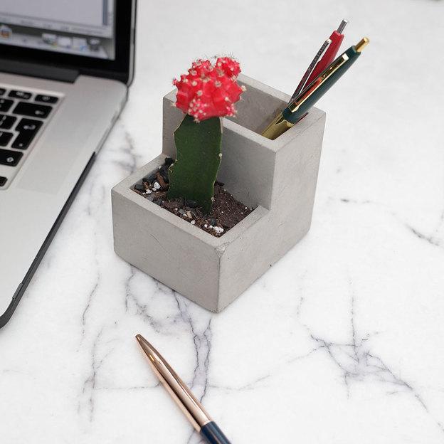 Stiftehalter mit integriertem Pflanzentopf