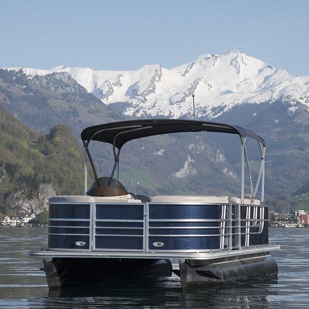 Führerscheinfreie Bootsmiete für einen Tag (8h) 2 bis 8 Personen