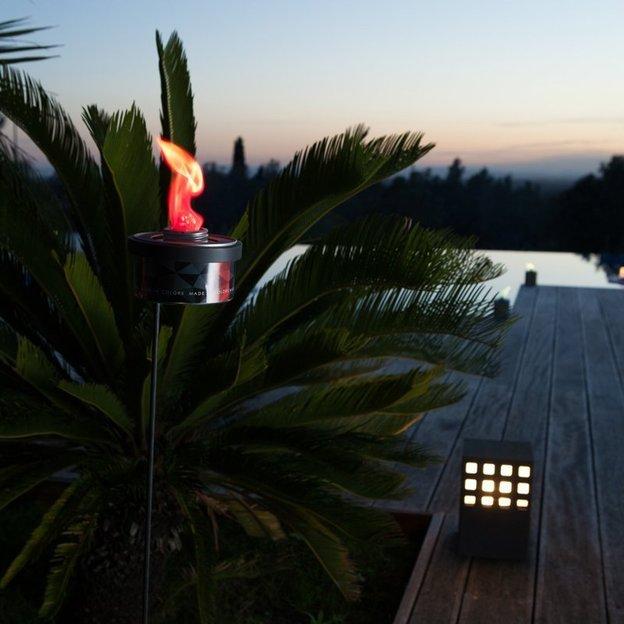 torche de jardin color e color torch. Black Bedroom Furniture Sets. Home Design Ideas