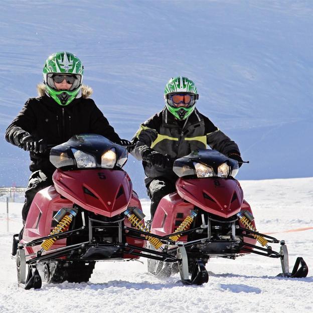 Snowmobile fahren und Käsefondue essen (2 Personen)