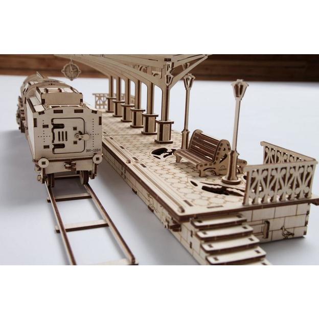 Holzpuzzle - Bahnsteig