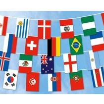Fahnen-Kette WM 2018: 32 Teilnehmerländer