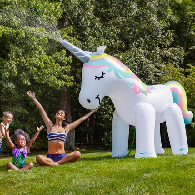 Licorne gonflable géante arrosoir - 2 mètres!