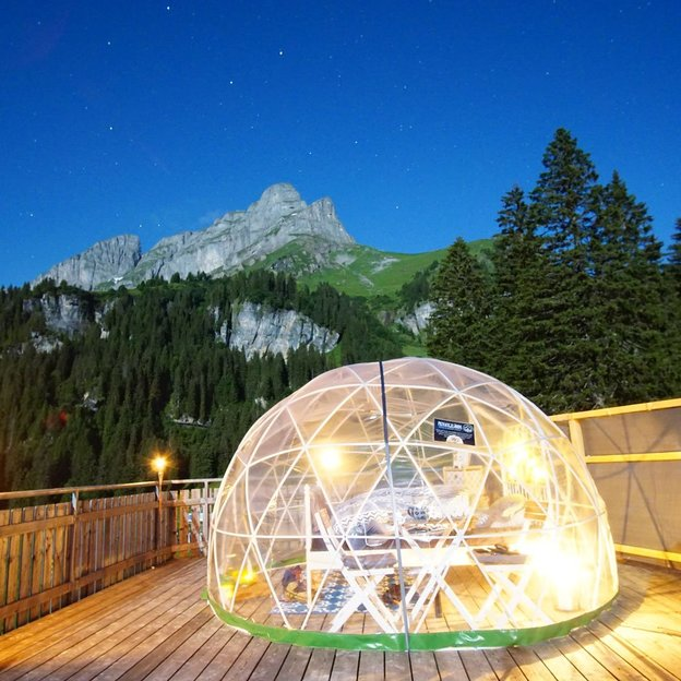 Übernachtung in der 5 Billionen Sterne Panorama-Bubble Suite (für 2 Personen)
