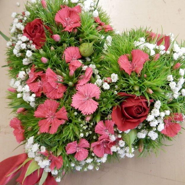 Kreiere ein Geschenk aus Blumen