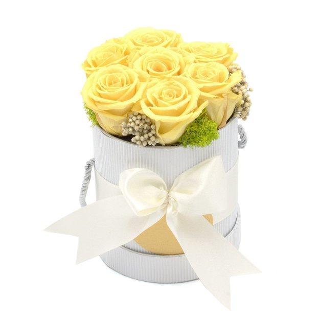 Arrangement floral - 7 roses jaunes dans une boîte
