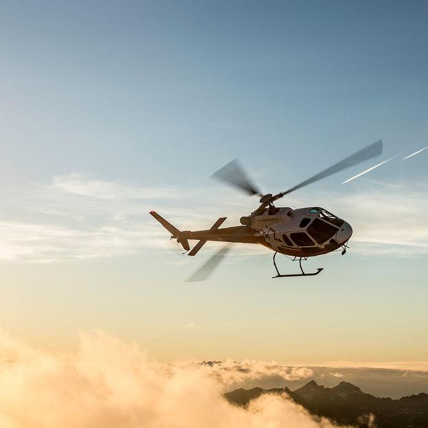 Romantisches Weekend Swiss Grand Canyon Rundflug und Übernachtung in der Bündner Herrschaft (für 2 Personen)