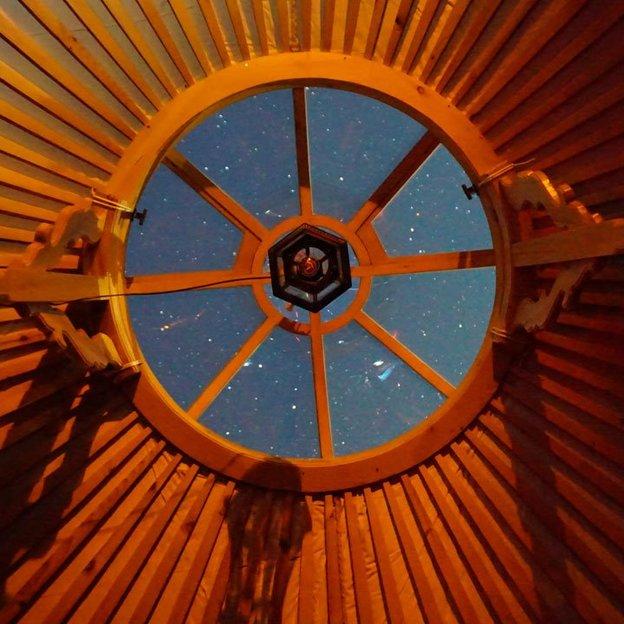Übernachtung in der 5 Billionen Sterne Panorama Jurte (für 2 Personen)
