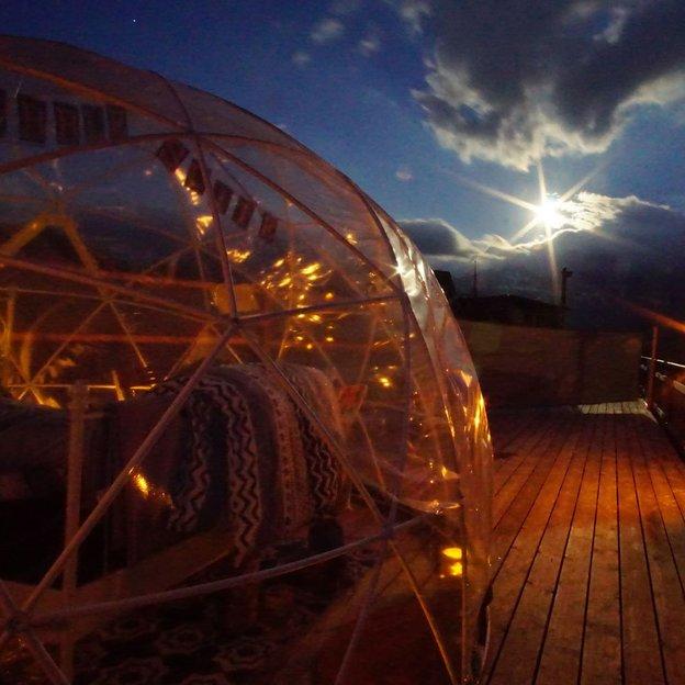 Übernachtung in der 5 Billionen Sterne Panorama-Bubble Suite mit Hot Pot (für 2 Personen)