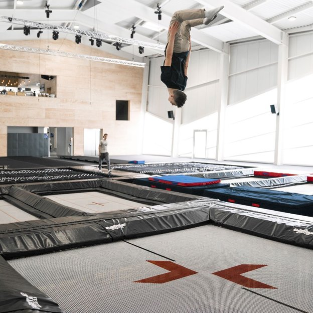 Trampoline & gym indoor à Crans-Montana, adulte +16 ans (120 min)