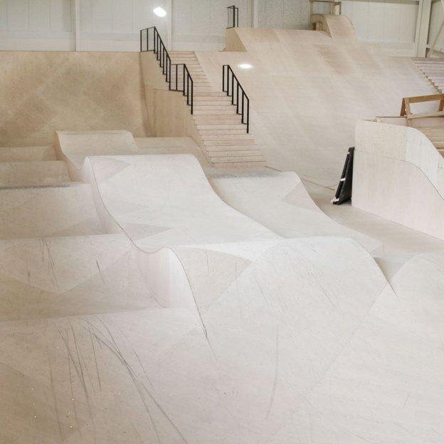 Entrée individuelle all-access à l'Alaïa Chalet skatepark indoor et outdoor et trampoline à Crans-Montana, enfant jusqu'à 16 ans (120 min)
