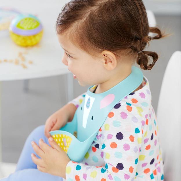 Personalisierbarer Babylatz aus Silikon Einhorn