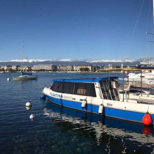 Location de bateau électro-solaire sans permis à Genève en soirée (4 heures)