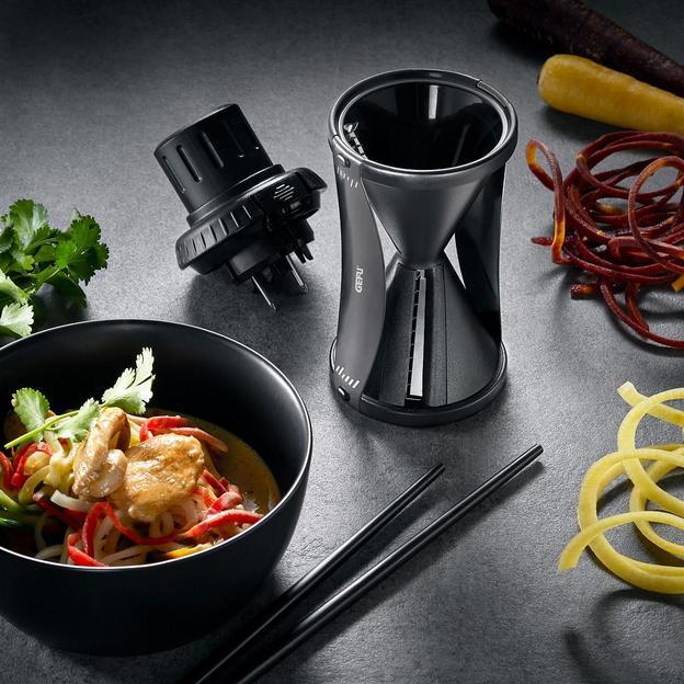 Spiralschneider Spirelli Black Edition 2.0 von Gefu inkl. Kochbuch und Reinigungsbürste