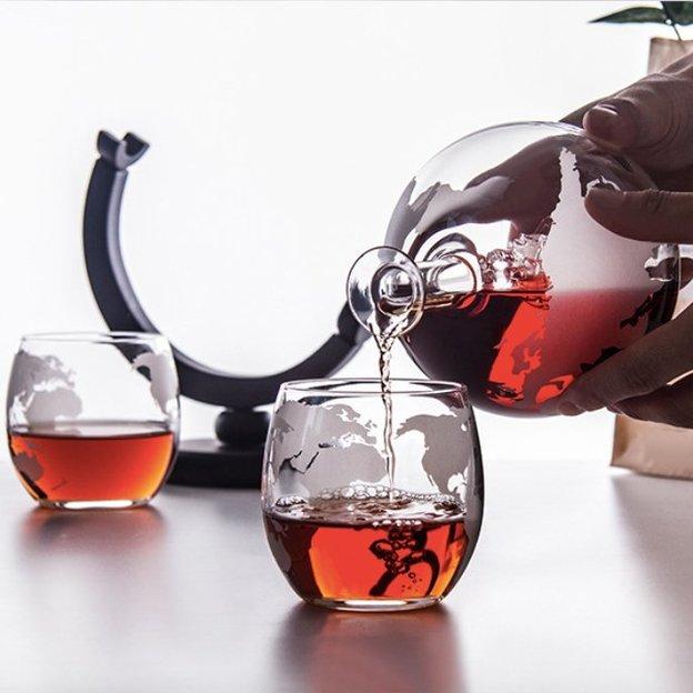 Carafe en verre globe terrestre avec voilier, 4 verres inclus