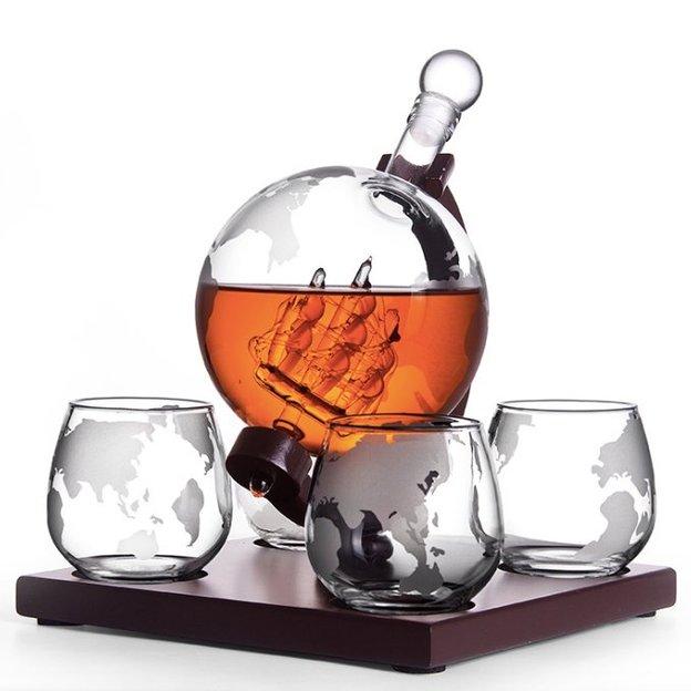 Glaskaraffe Globus mit Segelschiff inkl. 4 Drink-Gläser