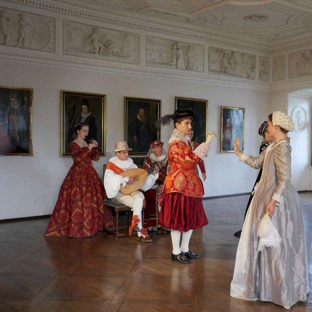 Private Tour durchs Schloss Spiez & Schifffahrt auf dem Thunersee 1. Klasse (für 2 Personen)
